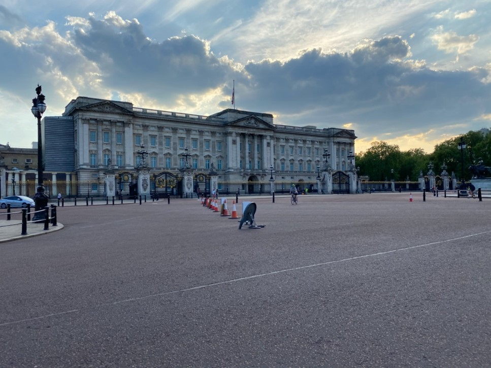 A blissfully quiet Buckingham Palace